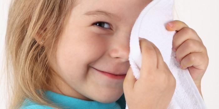 девочка с полотенцем