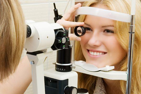 проверка зрения на офтальмоскопе