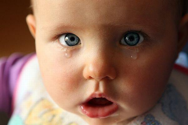 слезятся глаза у ребенка
