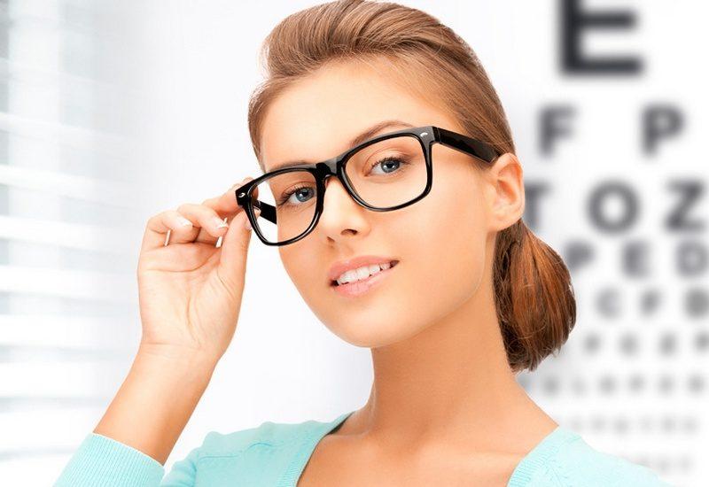 Znalezione obrazy dla zapytania девушка в очках для зрения